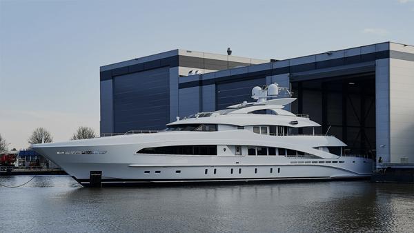 Yacht management and refurbishing blackorange